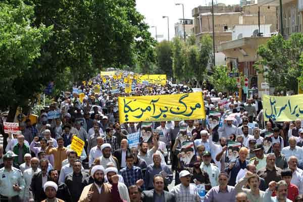 نمازگزاران قمی از اقدام متقابل ایران در برابر نقض برجام حمایت کردند