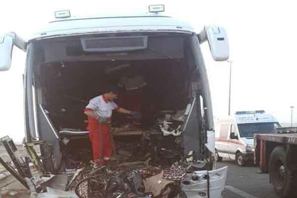 برخورد اتوبوس با تریلی در آزاد راه قم - کاشان ۲ کشته برجای گذاشت
