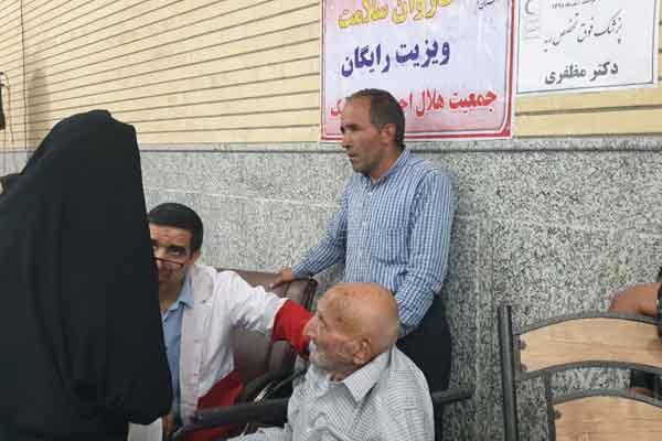 250 نفر از خدمات کاروان سلامت هلال احمر در روستای خورآبادبهره مند شدند