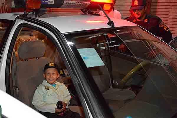 کودک 6 ساله مبتلا به سرطان در قم پلیس شد
