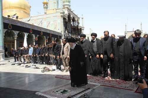 اقامه نماز با شکوه تاسوعا با حضور پرشور عزاداران حسینی در قم