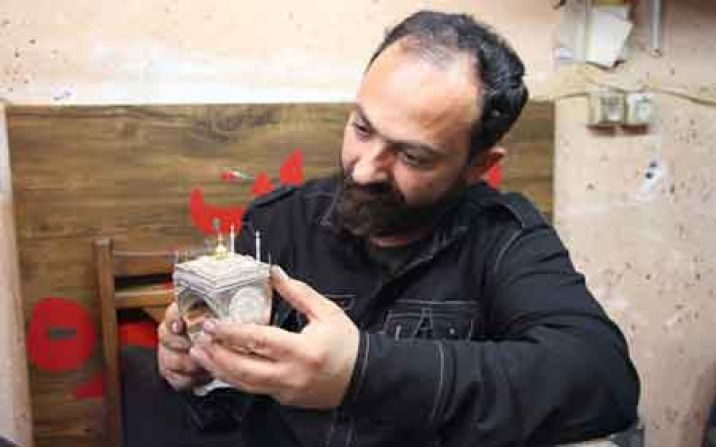ساخت ماکت حرم حضرت زینب (س) بر روی انگشتر توسط هنرمندقمی