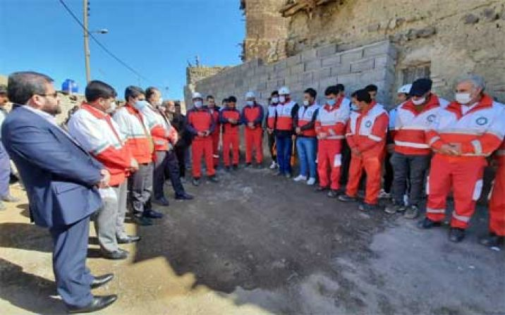 مانور توان افزایی تیمهای جستجو و نجات در آوارهلال احمر در روستای کرمجگان برگزار شد