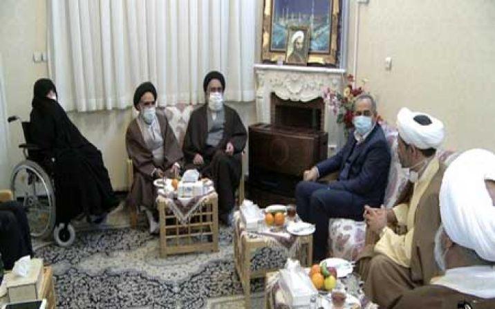 امام جمعه و استاندار قم با خانواده معظم شهید حجت الاسلام علی اوسطی دیدار کردند