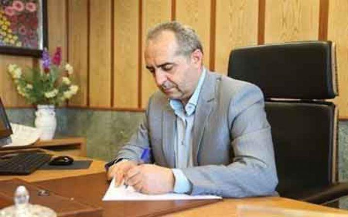 استاندار قم یک نشست اداری را به دلیل نقص محدودیتهای کرونا تعطیل کرد