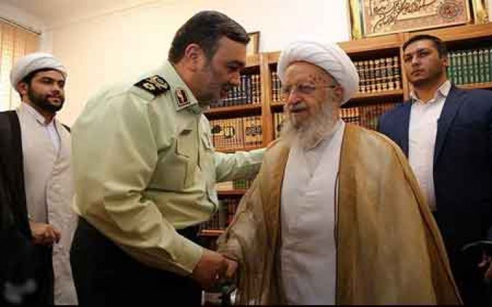 آیت الله مکارم شیرازی :نیروی انتظامی را تایید و حمایت می کنیم